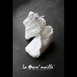 ffd3e47f6611e Chaussons bébé chics mixte coton blanc crochetés main idéal cérémonie