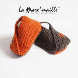 Chaussons bébé style bottes de pluie laine jaune hommage à Aigle