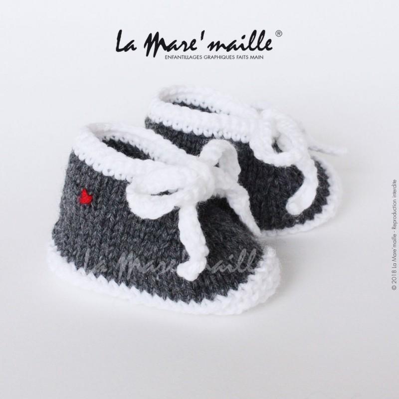 code promo 539db 62b31 Chaussons bébé laine style basket gris foncé et blanc avec lacets en maille