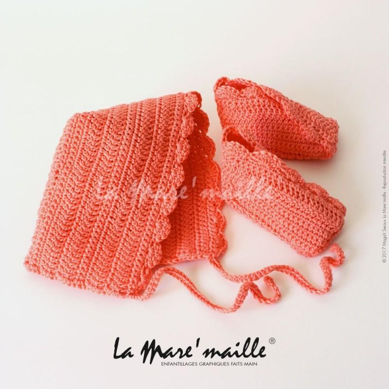 f57f529d844a2 ... chaussons et bonnet béguin bébé assortis, en coton saumon crocheté à la  main. Ces chaussons allient la modernité de la forme et la nostalgie du  crochet.