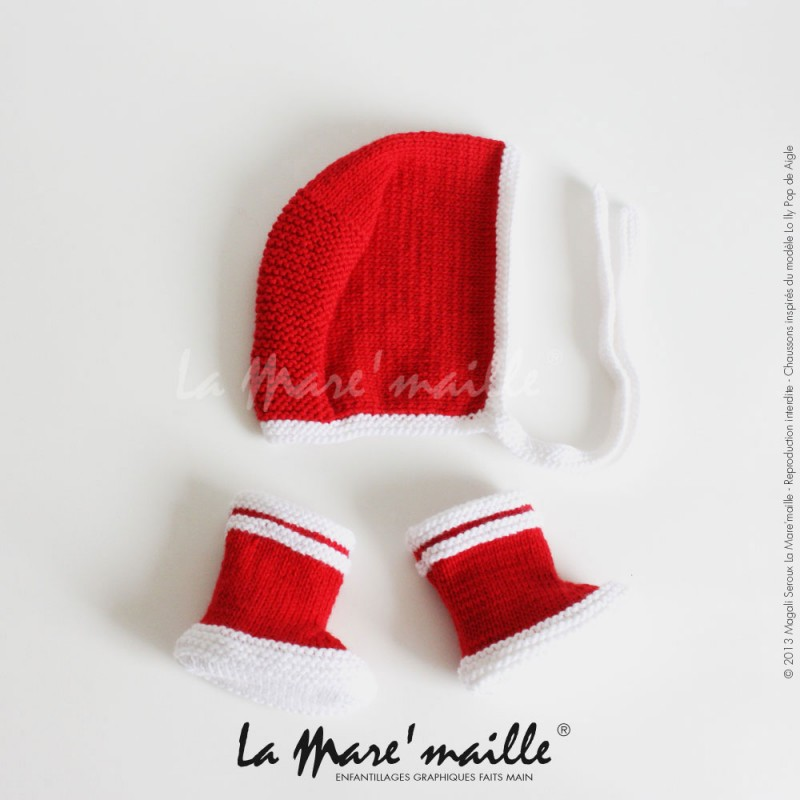 Ensemble bonnet béguin bébé et chaussons bébé façon bottes de pluie en  laine rouge et blanche, ces derniers en hommage aux bottes de pluie de la  marque ... e7ae6242843
