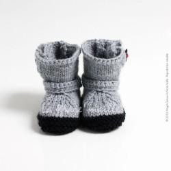 b99b175ebbbc3 Bottes de moto bébé en laine gris et noir tricotées main en France